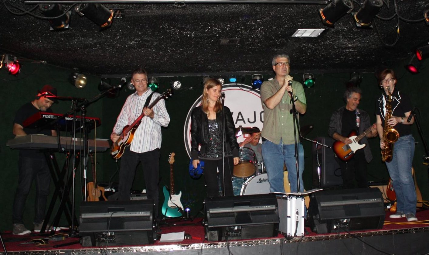 The Innocent Bystanders play live music in San Diego at parties and clubs.